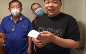Quang Lê tái mặt khi cầm hóa đơn hơn 34 triệu đồng cho một bữa ăn tại Mỹ